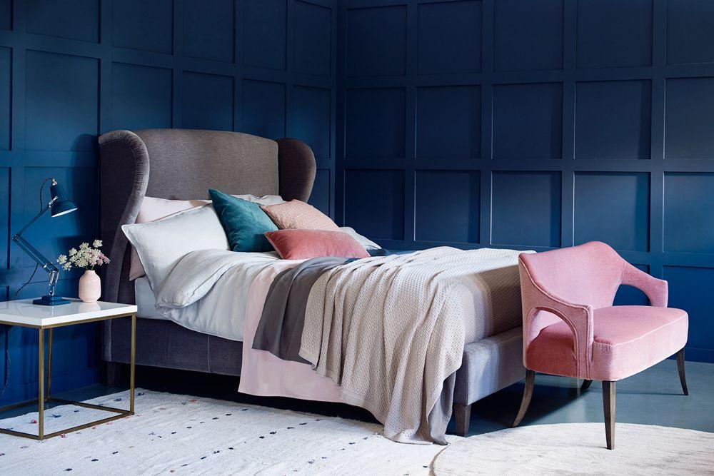 Winged headboard Bed
